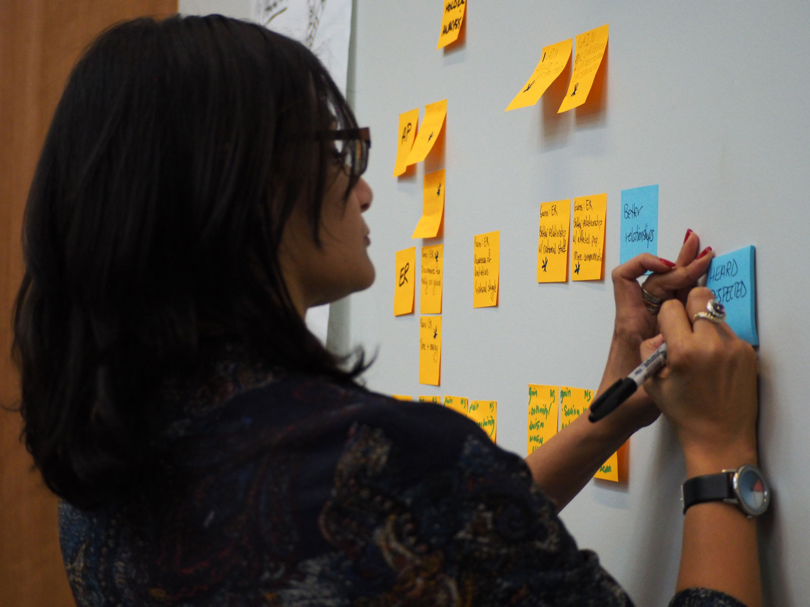 Emergency Data Science participant writes on a sticky note